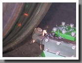 резец для обточки колесных пар который устраняет остроконечный накат бандажа и наплыв гребня в действии