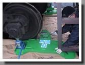 установка и проверка размеров устройства для обточки колесных пар