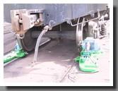 Cтанки 1AK200 для обточки колёсных пар - вид спереди железнодорожного вагона